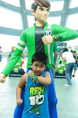 Kids posed with the Ben 10 Ultimate Alien hunt grand prize -- a life-sized statue of Ben 10