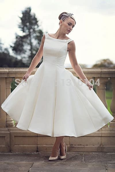 2016 Cheap Simple Boat Neck Ball Gown Satin Sleeveless