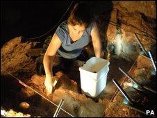 حفاری در غار کنتس توسط تیم دانشگاه شفیلد