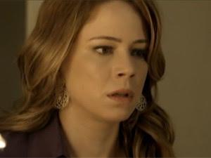 Cristina fica apavorada com o que vê (Foto: TV Globo)