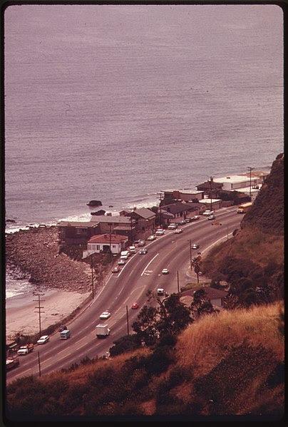 File:LOOKING DOWN FROM THE SANTA MONICA MOUNTAINS TOWARDS HIGHWAY ^1 NEAR MALIBU, CALIFORNIA, ON THE NORTHERN EDGE OF LOS... - NARA - 557524.jpg