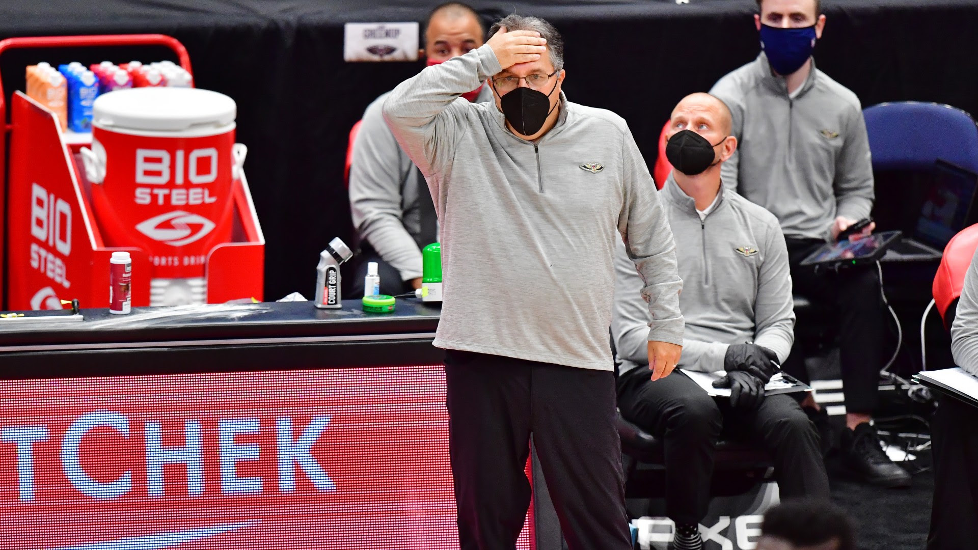 Stan Van Gundy furious with Pelicans' late-game execution vs. Knicks: 'No excuse whatsoever'