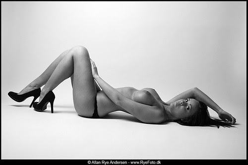 Nude tattooed woman on the floor B&W 05