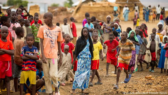 Afrika - humanitäre Hilfe im Tschadsee-Gebiet (picture-alliance/AP Photo/A. Harnik)