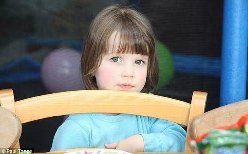 Resultado de imagem para autismo menina