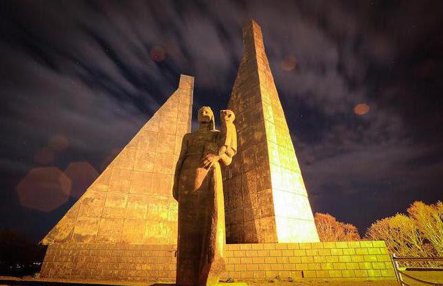 памятники матери история