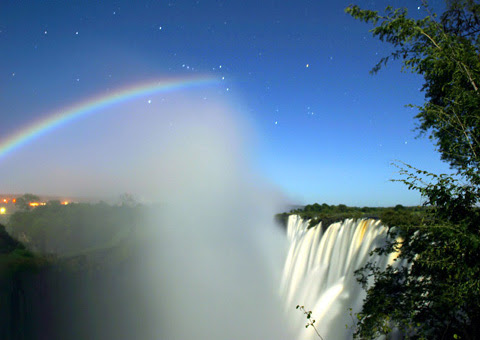 http://upload.wikimedia.org/wikipedia/commons/6/6d/LunarRainbowVicFalls_small.jpg