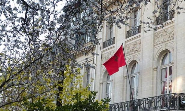 Deux têtes de porcs devant la résidence de l'ambassadeur du Maroc à Paris, une enquête en cours