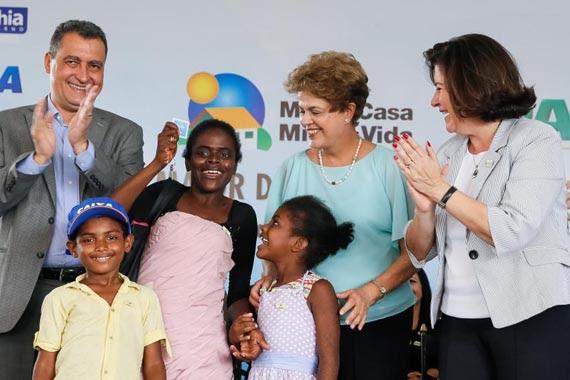 Dilma entrega unidades habitacionais do Programa Minha Casa Minha Vida, em Feira de Santana, BA. Foto: Roberto Stuckert Filho/ PR