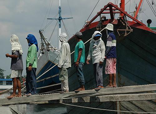 Workers queing at Sunda Kelapa