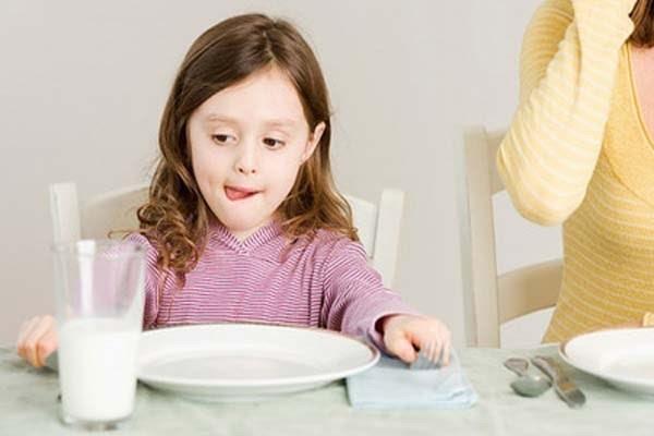Giúp các mẹ phân biệt sữa tươi tiệt trùng và sữa tươi thanh trùng 1