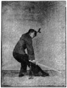 《昆吾劍譜》 李凌霄 (1935) - posture 32