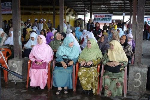 Majoriti Penjaja dan penjual ikan di Kelantan adalah terdiri dari kaum hawa
