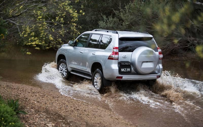 Comparison Toyota Land Cruiser Prado 2015 vs  Toyota