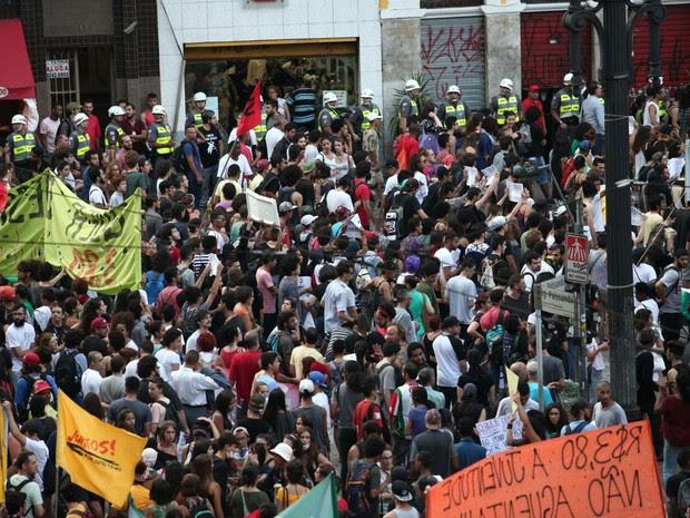 Manifestação contra aumento das tarifas em São Paulo (Foto: Marcelo Brandt/G1)