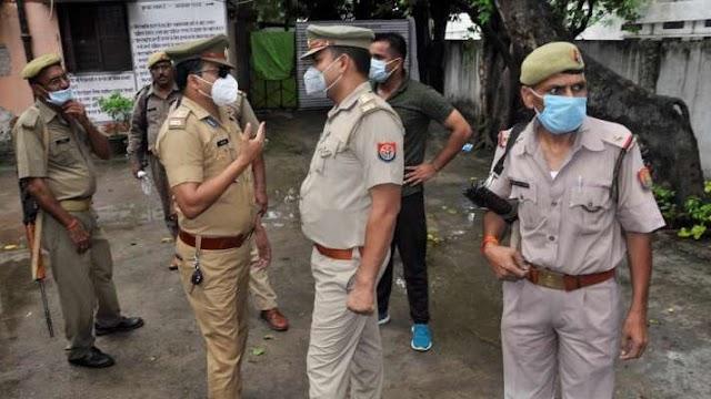 UP: घर में घुसकर शिक्षक की हत्या, कोचिंग पढ़ने आए छात्रों पर शक