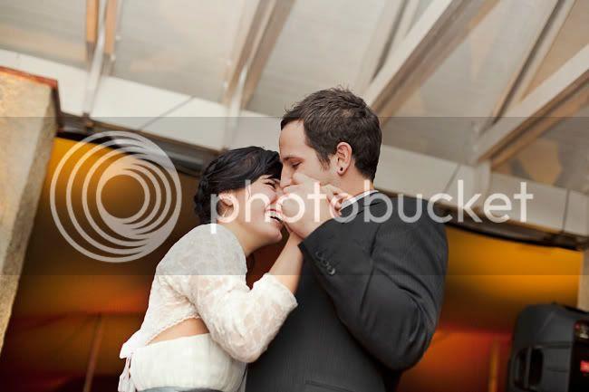http://i892.photobucket.com/albums/ac125/lovemademedoit/LN_GardenWedding_061.jpg?t=1312697425