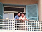 Esta imagem de arquivo mostra William e Fátima na sacada do apartamento onde viviam, no Rio de Janeiro