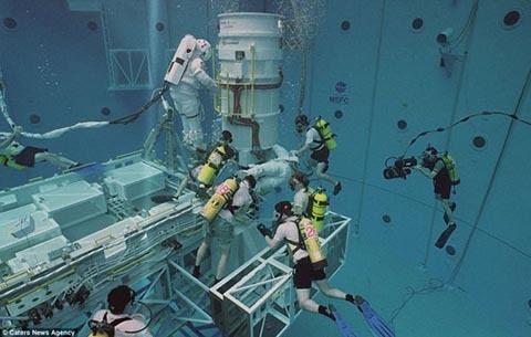 NASA, phi hành gia, đào tạo, hình ảnh, bể bơi