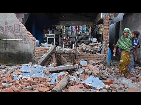 Indonézia: 142 ember vesztette életét az újabb földrengésben