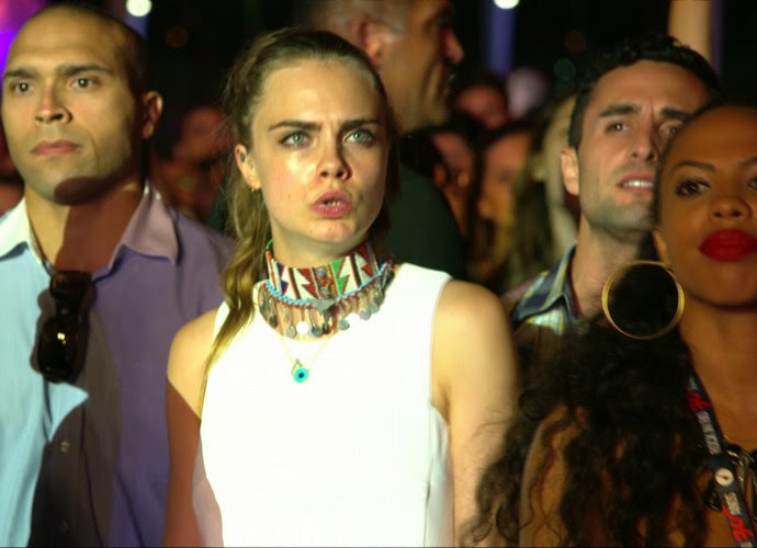 Cara Delevingne durante show de Sam Smith (Foto: Gshow)