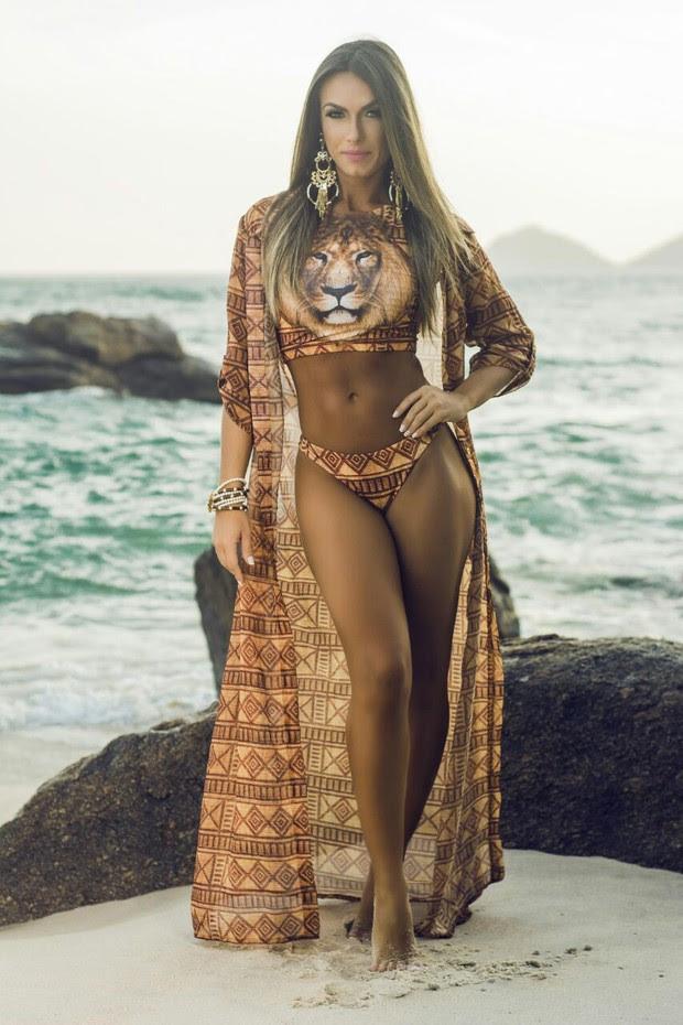 Nicole Bahls  posa para marca moda praia (Foto: João Valentino/ RL Assessoria)