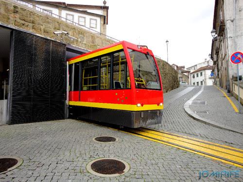 Viseu (24) Funicular - Saída da estação [en] Viseu - Electric train