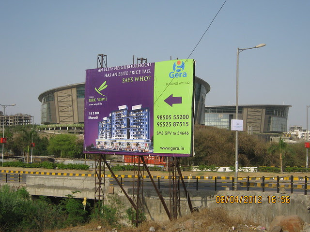 Visit Gera's Park View1, 1 BHK & 2 BHK Flats at Gera's Emerald City, near EON IT Park, Kharadi, Pune 411014 - Hoarding & EON IT Park