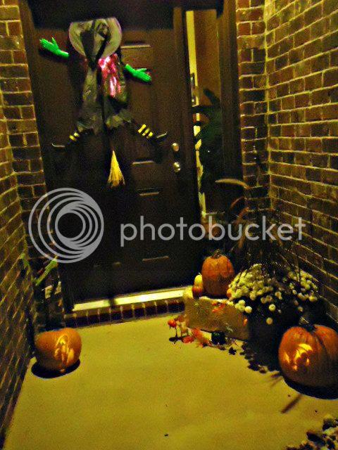 Halloweenfrontdoor