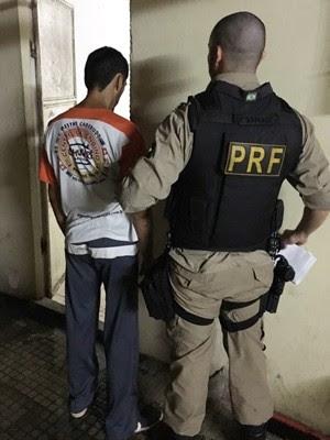suspeito recebeu voz de prisão e foi levado para a Delegacia de Plantão da Zona Sul de Natal (Foto: PRF/Divulgação)