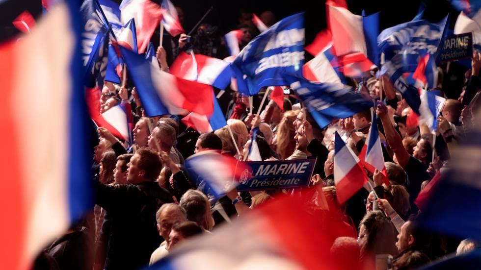 Partidarios de Marine Le Pen durante el mítin del pasado día 17 en Paris.