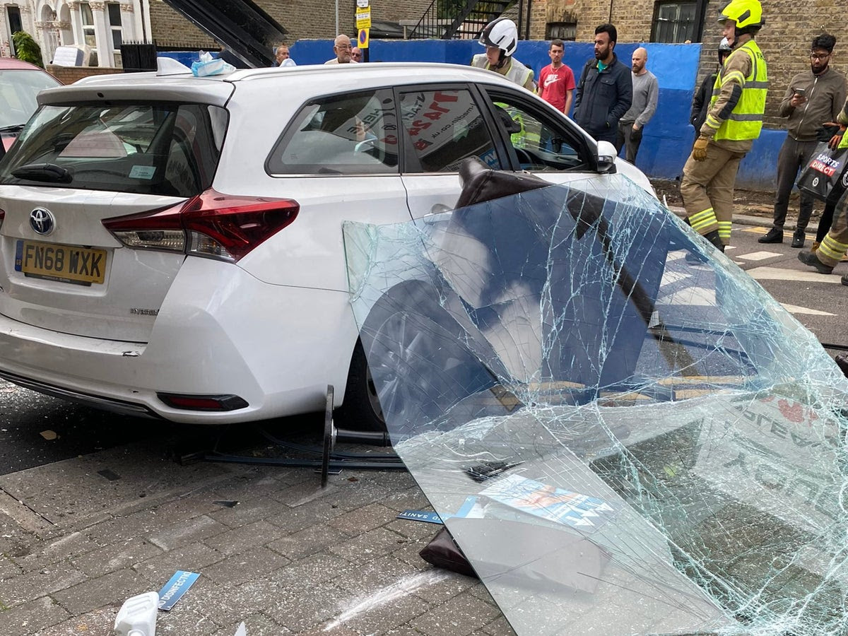 Walthamstow: Five injured after vehicle crashes into building in London