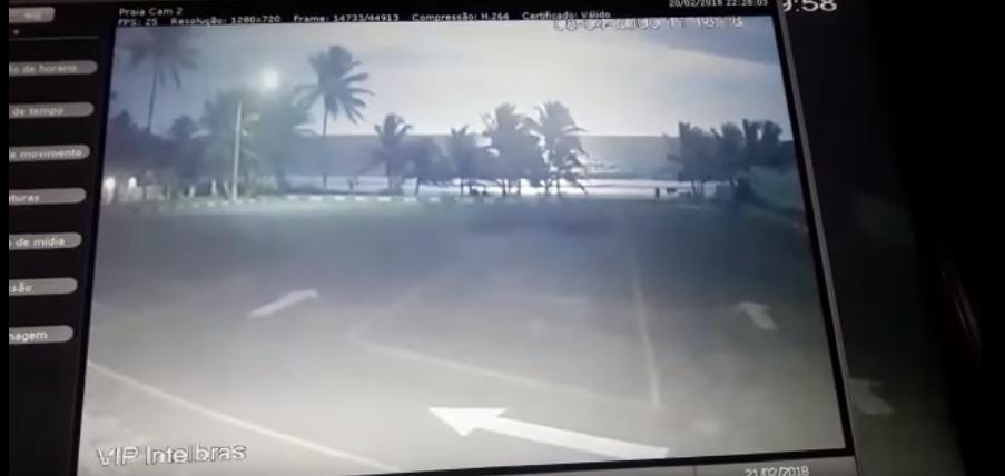 Resultado de imagem para Moradores de Salvador vêem forte 'clarão' no céu; relatos citam suposto meteoro