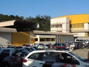 Cinco funcionários da Fundação Casa foram feitos reféns em Ferraz. (Foto: Pedro Carlos Leite/G1)