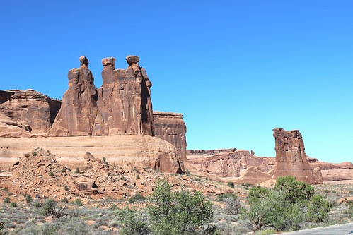 IMG_2476_Three_Gossips_&_Sheep_Rock_Arches_NP