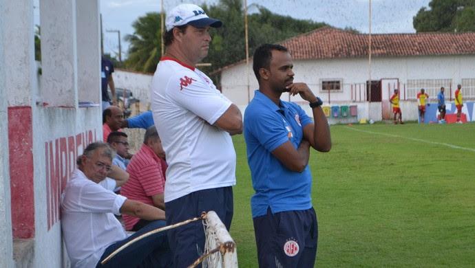 Roberto Fernandes, técnico do América-RN (Foto: Jocaff Souza/GloboEsporte.com)