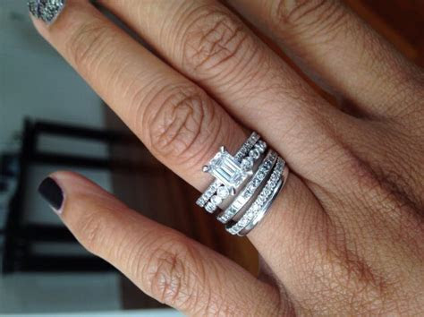 Wedding Band And Engagement Ring Which One Goes On First