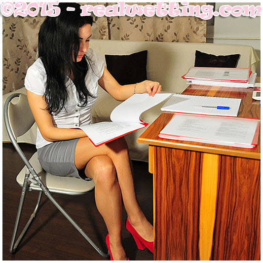 Lady pisses skirt at the office, piss accident, wetting herself