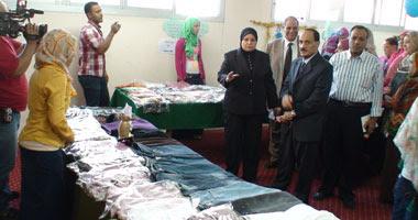 رئيس الجامعة يفتتح المعرض الخيرى الثالث للملابس