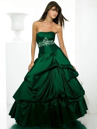 Best 25  Emerald green wedding dress ideas on Pinterest