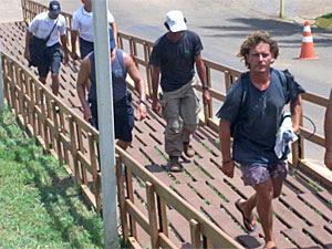 Velejador francês Jean Henri Le Coz foi detido por tomar banho pelado em Noronha (Foto: Divulgação/Roberto Campos)