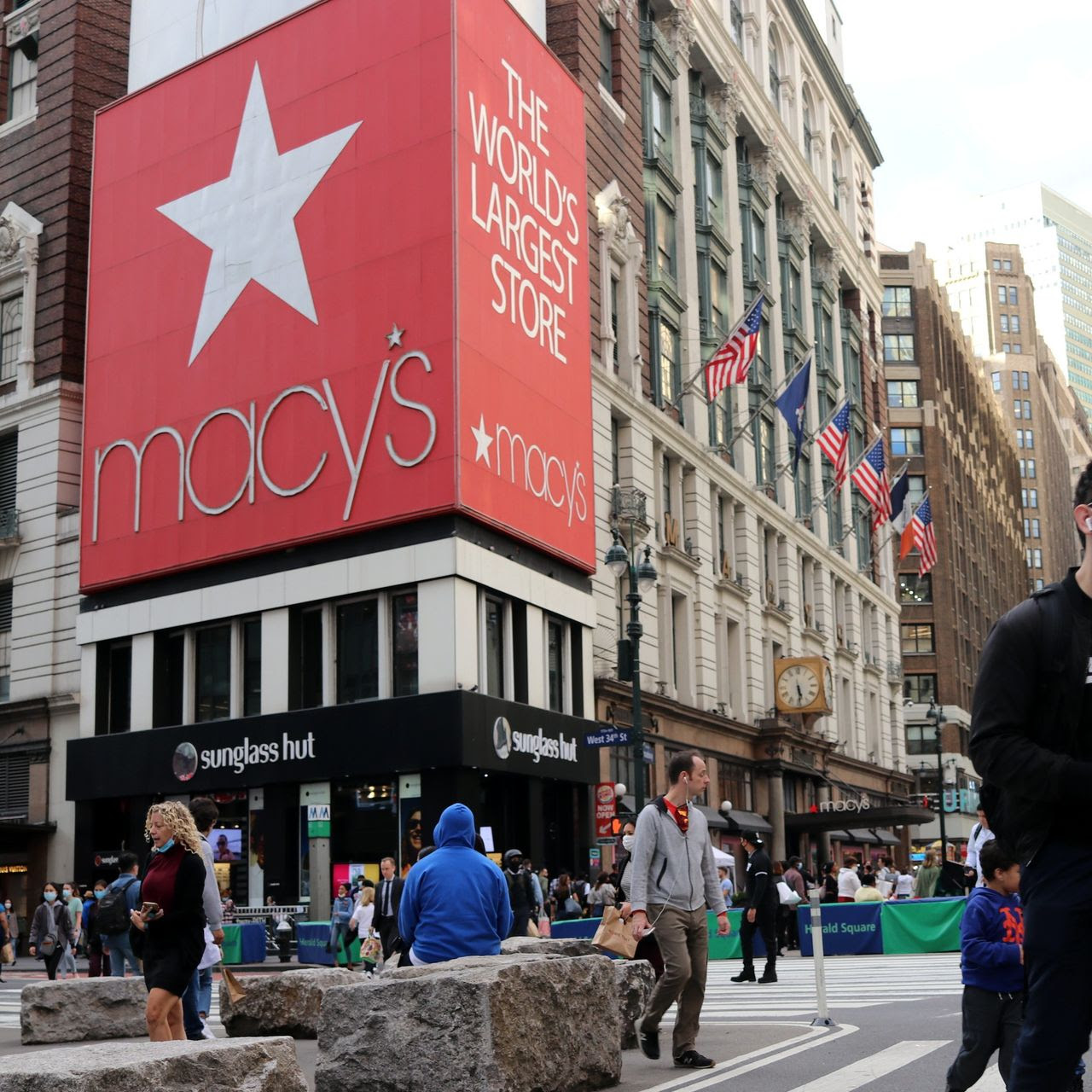 Jana Partners Takes Stake in Macy's, Urges E-Commerce Spinoff