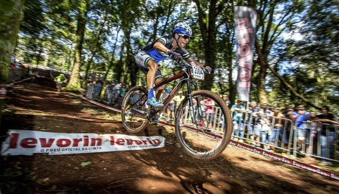 Carlos Alberto Ribeiro, de 38 anos, já foi campeão de mountain bike na categoria master (Foto: Reprodução Facebook / Thiago Lemos)