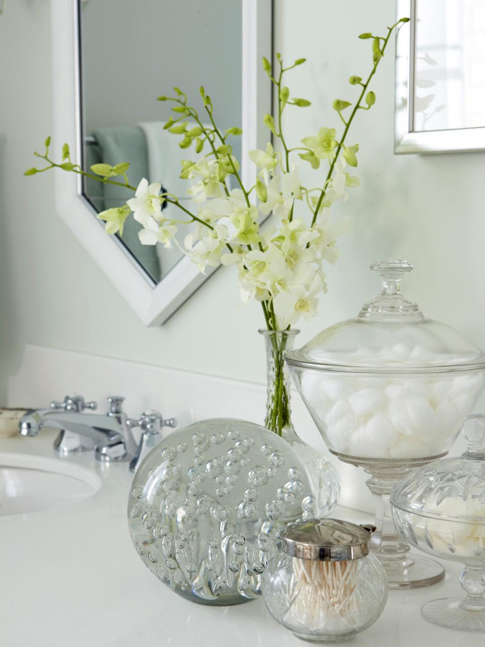 Preparing Your Guest Bathroom for Weekend Visitors | HGTV