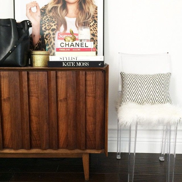 Le Fashion Blog Instagram Mid Century Console Kartell Clear Marie Chair Mansur Gavriel Bag Kate Moss Supreme Poster photo Le-Fashion-Blog-Instagram-Mid-Century-Console-Kartell-Clear-Marie-Chair-Mansur-Gavriel-Bag-Kate-Moss-Supreme-Poster.jpg