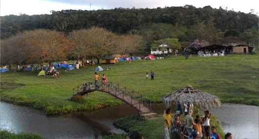 Parte do público se hospeda em barracas de camping. Fotos: Boi da Macuca/ Divulgação
