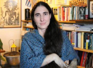 Prestes a chegar à Bahia, Yoani Sánchez se diz 'feliz', mas com sentimento 'agridoce'