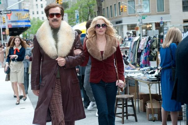 Ron Burgundy (Will Ferrell) and Veronica Corningstone (Christina Applegate) walk the streets of New York in ANCHORMAN 2: THE LEGEND CONTINUES.