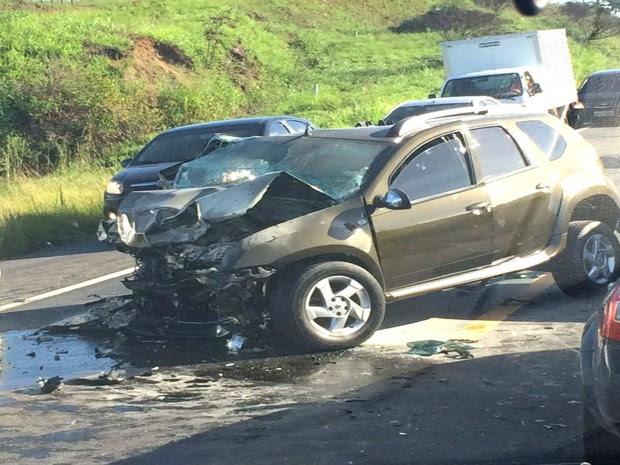 Colisão frontal deixou um morto e outro ferido na BR-101 (Foto: Bia Casagrande / Voz da Bahia)