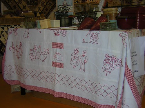 La Nappe de Getrude - Motifs pour broderies rouges - Group ReMake